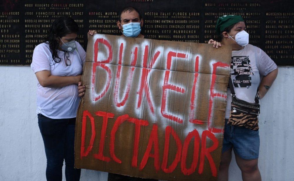 ¿Golpe de Estado encubierto? Cómo el presidente de El Salvador se apoderó de la Corte Suprema