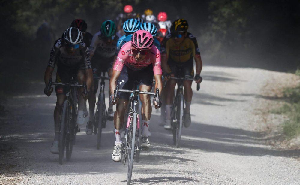 Egan Bernal hace 'polvo' a Evenepoel en el Giro de Italia