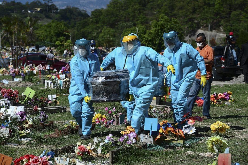 Con 1,2 millones de fallecimientos, América Latina y el Caribe tienen el mayor número de muertos por el virus en todo el mundo. Foto: Orlando Sierra / AFP