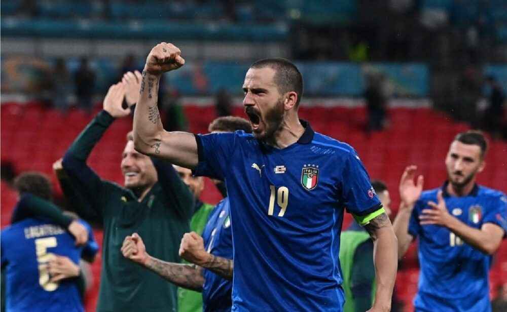 Italia y Dinamarca avanzan a cuartos de final de la Eurocopa