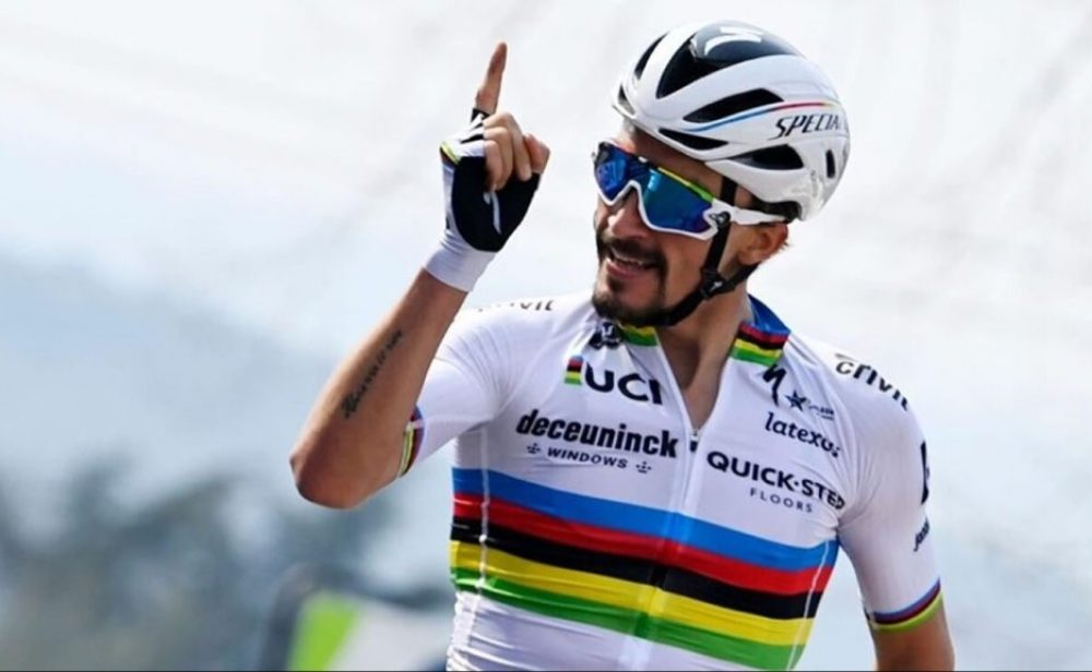 Alaphilippe gana en medio del caos de la primera etapa del Tour