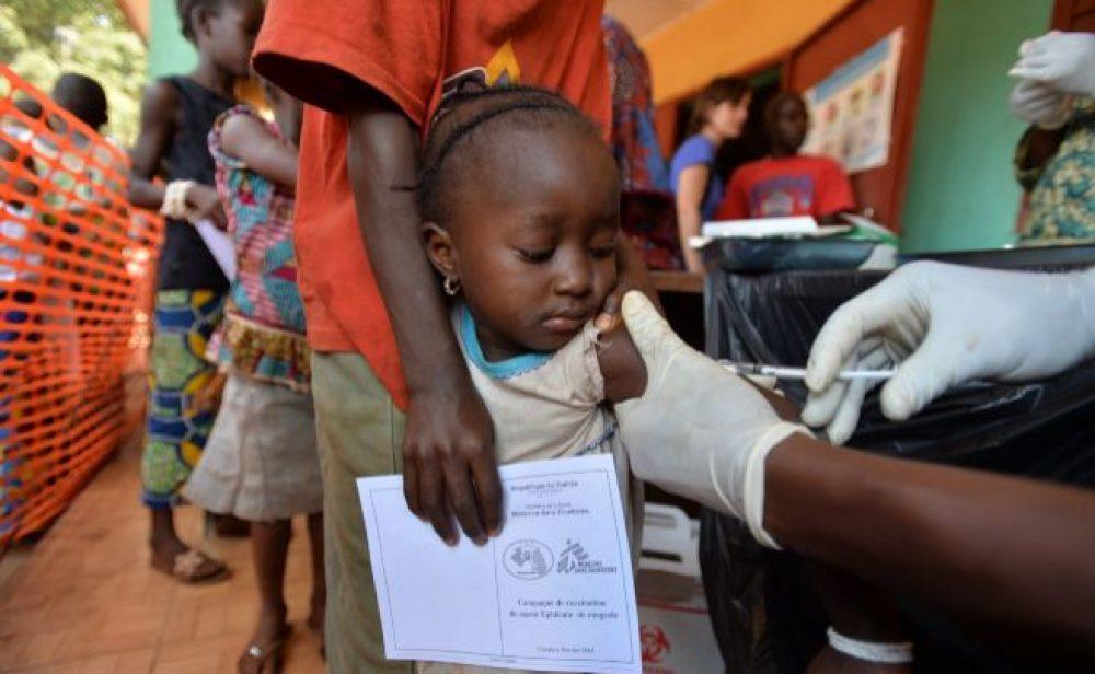 Mil millones de vacunas son insuficientes para países pobres