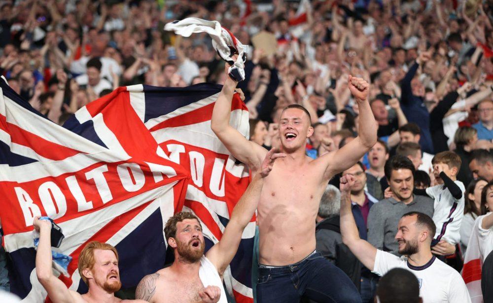 El fútbol propicia más casos de covid-19 entre hombres en Inglaterra