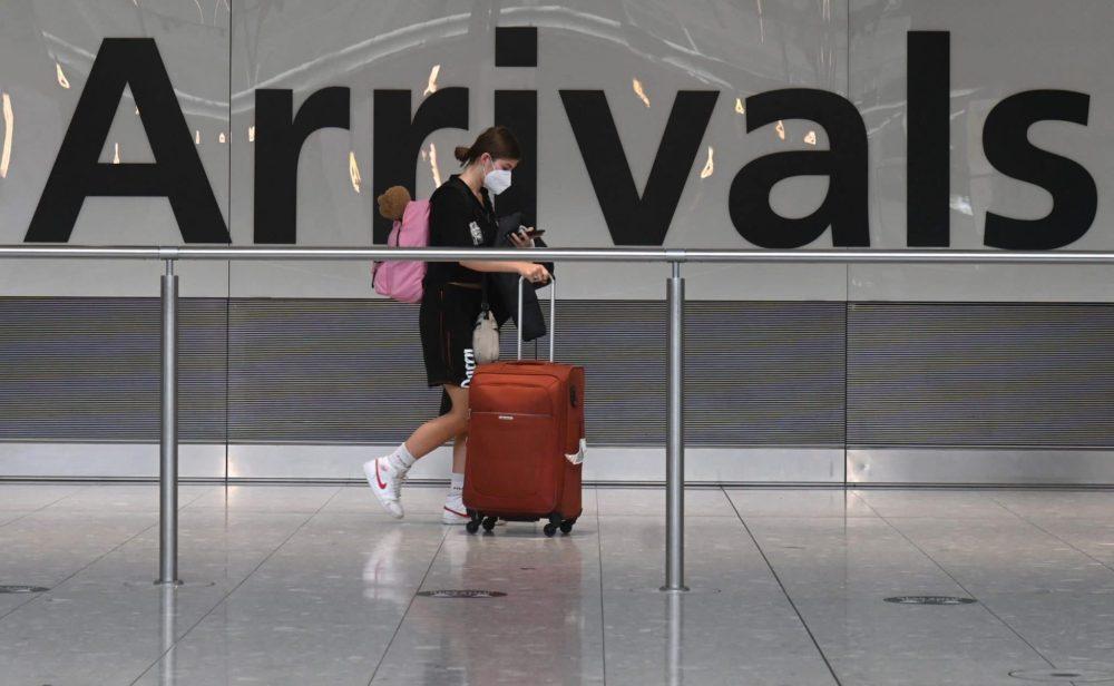 Cuarentena obligatoria en España y más restricciones para viajeros colombianos