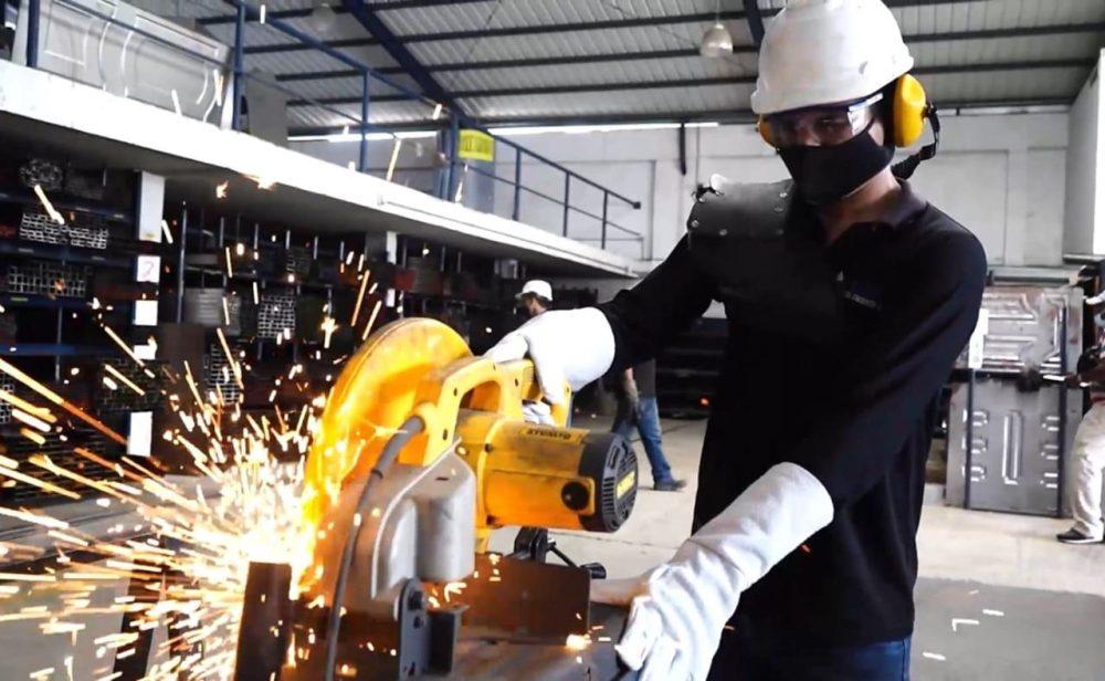Producción industrial empieza a recuperarse, pero aún tiene secuelas de covid-19