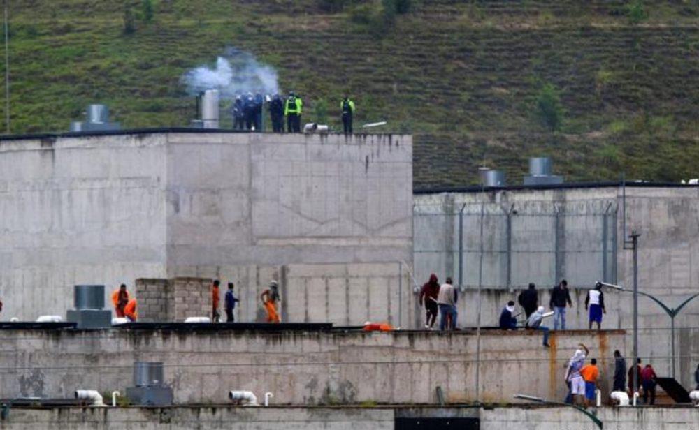 Motines simultáneos en cárceles de Ecuador dejan 21 muertos