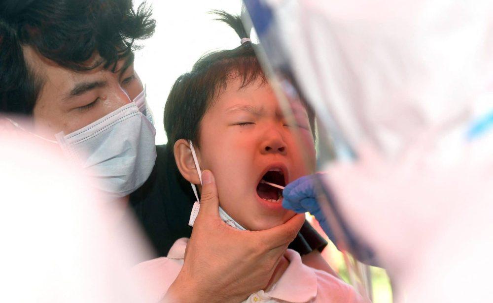 Millones en confinamiento y pruebas de covid para todos en Wuhan: China enfrenta la variante Delta