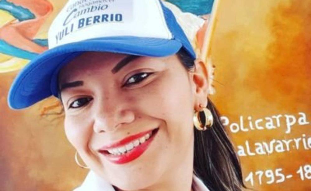 A Yuli Berrío la amenazaron con asesinarla, pero la UNP solo le ha dado un chaleco antibalas y dos botones de pánico