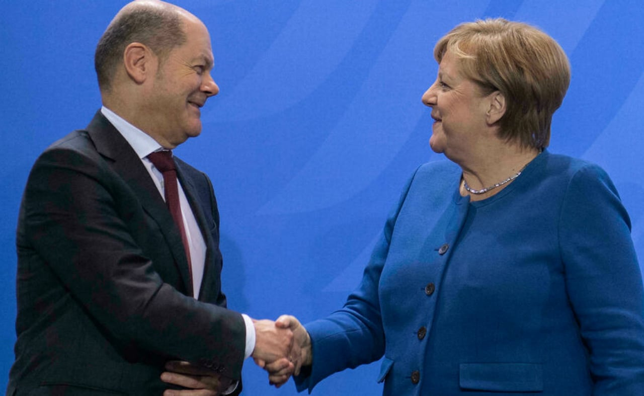 Olaf Scholz y Angela Merkel. Foto: AFP