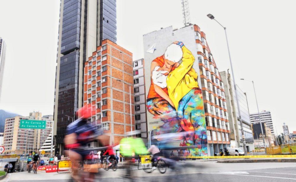 mural beso Bogotá