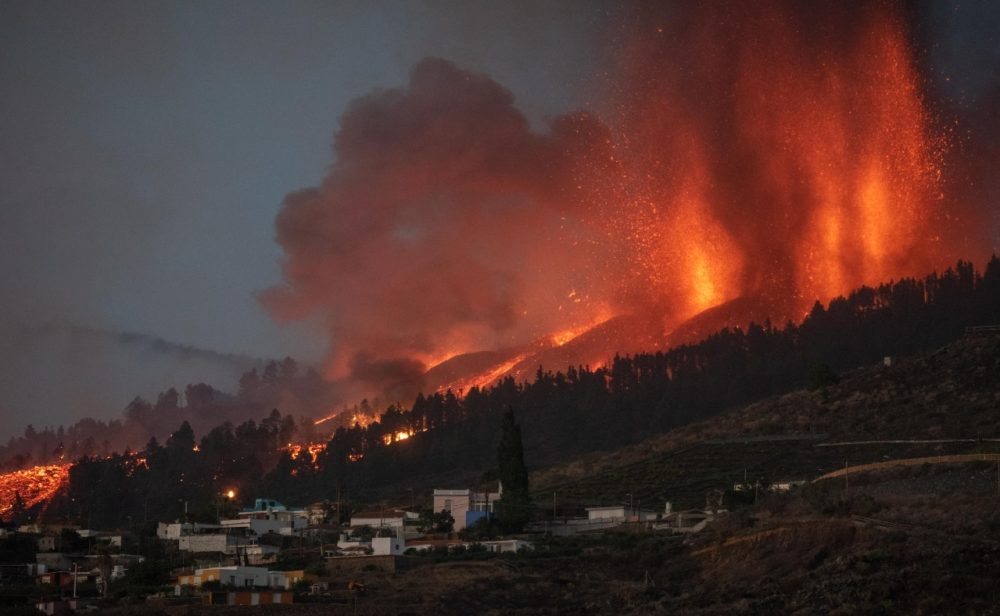El volcán Cumbre Vieja, en la isla española La Palma, obliga a evacuar a más de mil personas