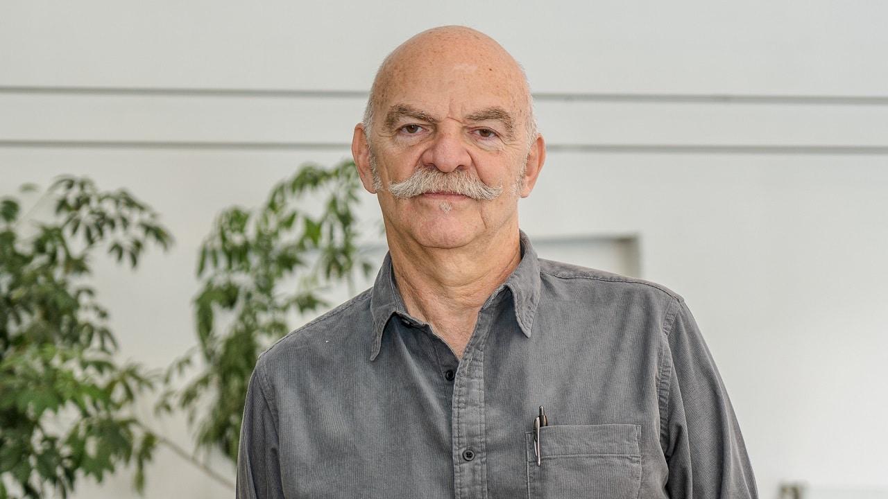 """""""Nos gobiernan los más bobos y nosotros los legitimamos"""": Martín Caparrós"""