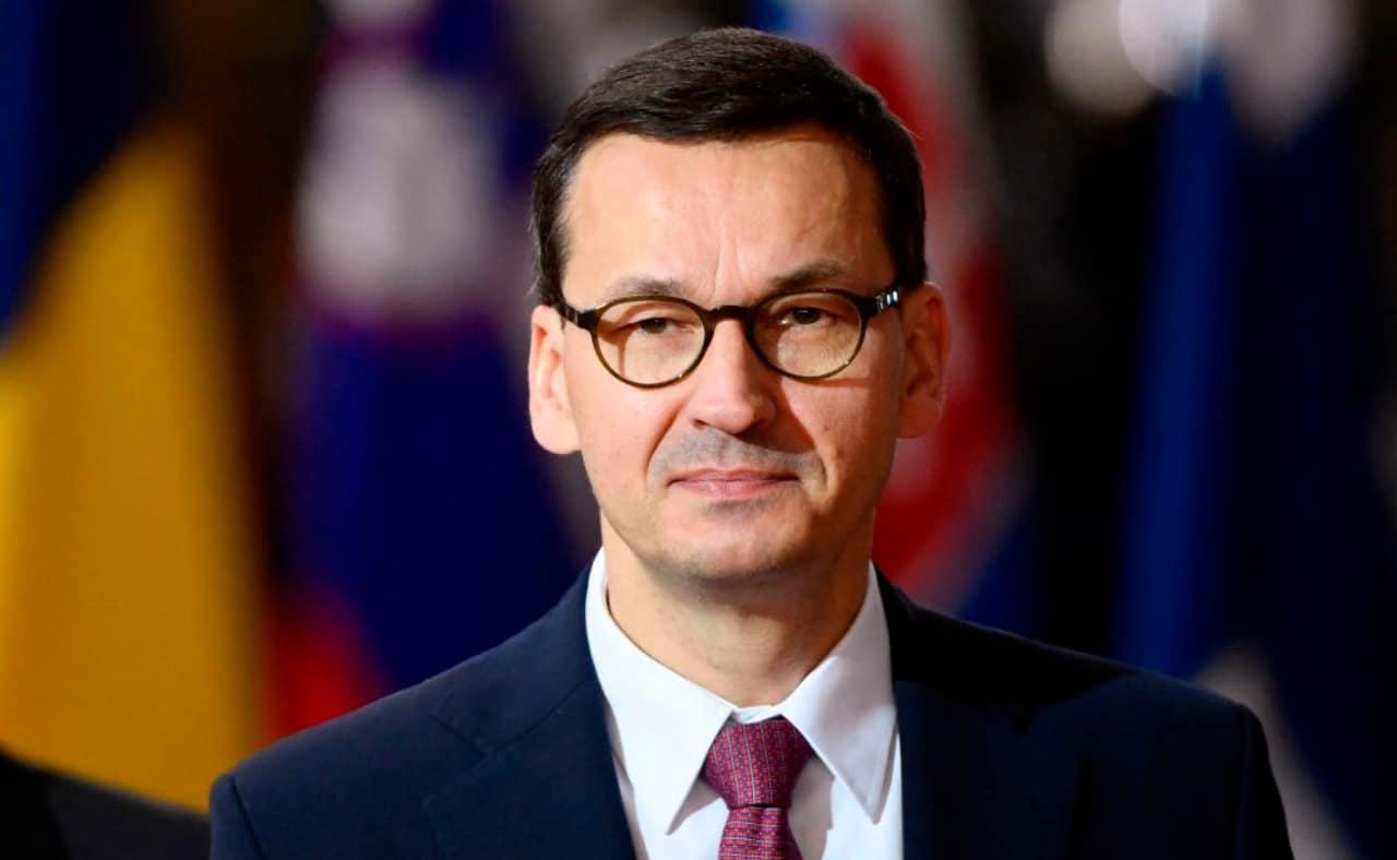 El primer ministro polaco, Mateusz Morawiecki, asegura que el gobierno de su país quiere seguir en la Unión Europea. Foto: AFP