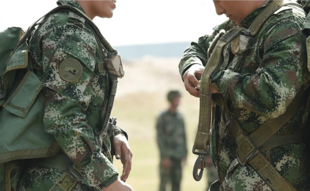 Urge definir la situación militar de los hombres trans