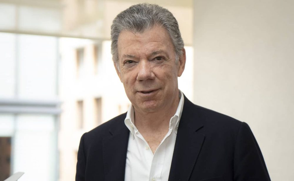 """""""Estoy listo para conversar y darle la mano a Uribe. El país lo necesita"""": Santos"""