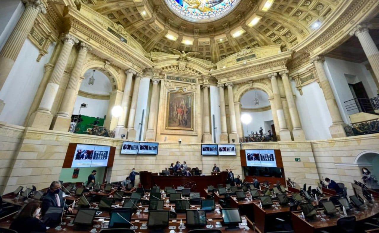 ¿Gol o falta de atención? La propuesta de diálogo con Venezuela que se le coló al uribismo